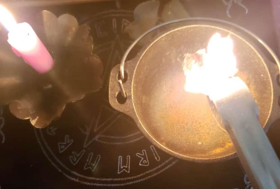 Burning Bay Leaf Witchery